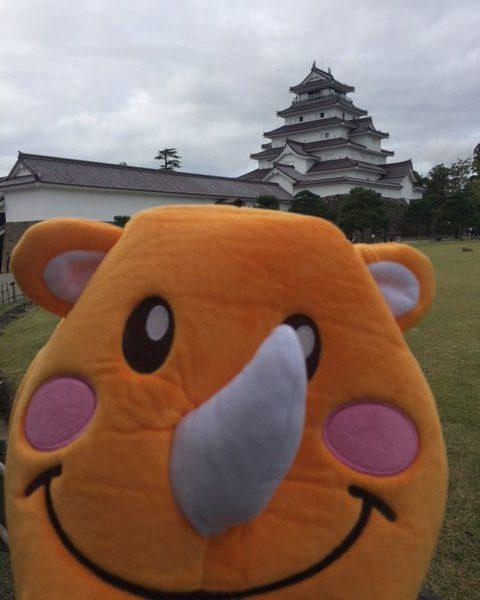 【鶴ヶ城とツノっち】